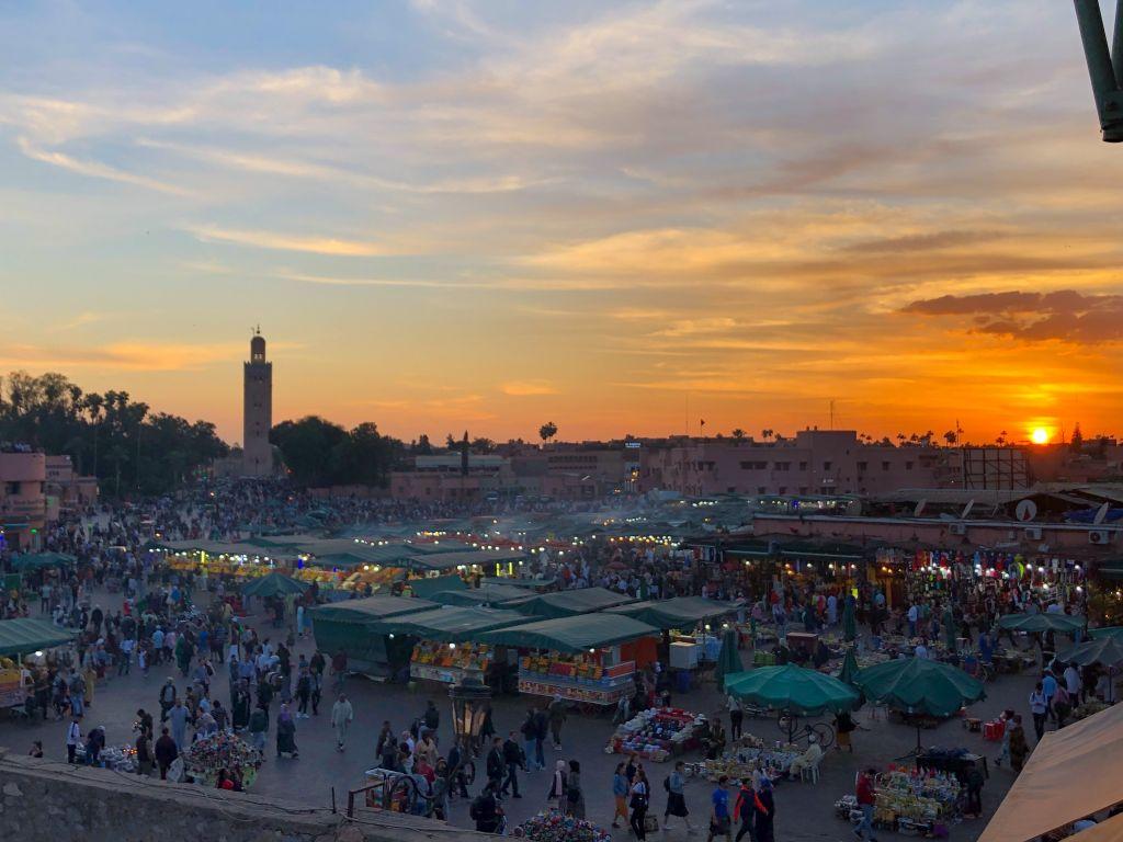フナ広場の夕日