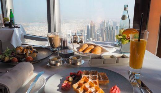 ブルジュ・ハリファにある世界一高いレストランで朝食を