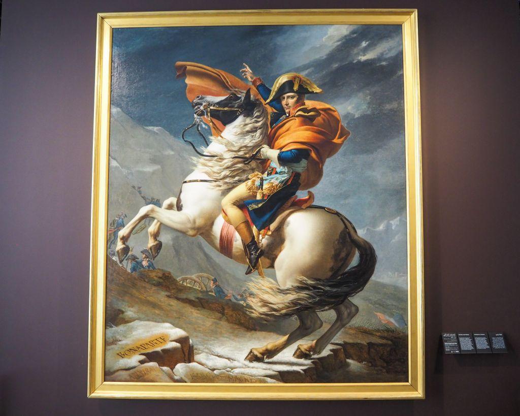 ルーブルアブダビにあるアルプスを越えるナポレオン